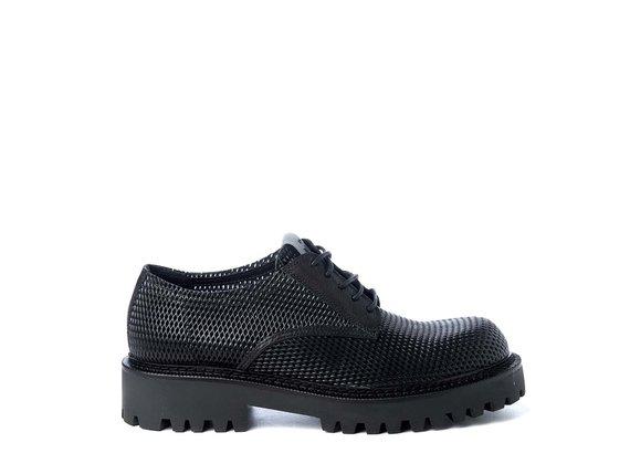 Herren-Schnürschuh aus schwarzem perforierten Kalbsleder