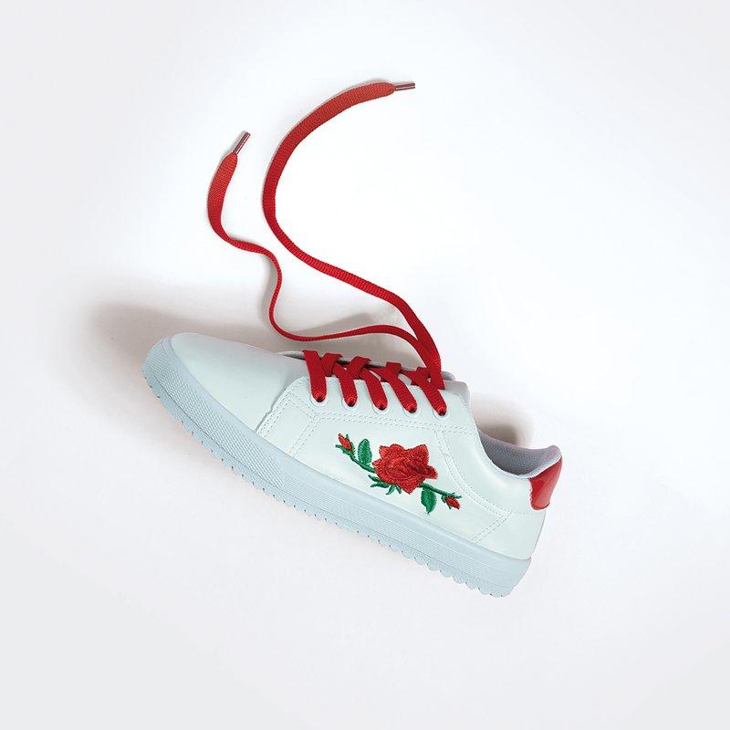 Zapatillas deportivas bordadas y cordones extra - ver 1