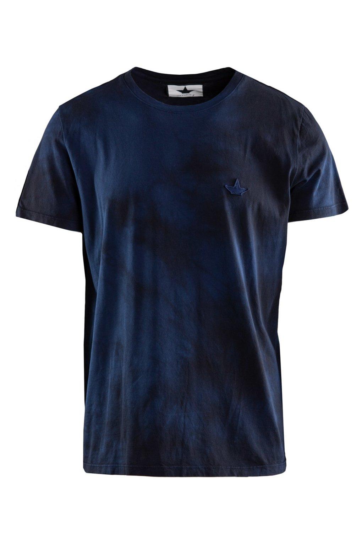 T-shirt batik dyeing